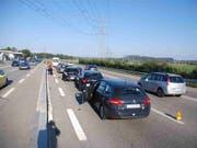Der A1-Autobahnschnitt zwischen Luterbach und Härkingen in den Kantonen Solothurn und Bern ist ein Engpass. Es kommt zu Verkehrsüberlastungen und Unfällen. Der Abschnitt soll auf sechs Spuren ausgebaut werden. (Bild: KEYSTONE/KANTONSPOLIZEI SOLOTHURN)