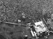 Volle Agenda, Kinderhütedienst oder ein Filmangebot: Bands wie die Beatles, die Rolling Stones oder Led Zeppelin liessen sich das Musikfestival des Jahrhunderts entgehen. (Bild: Keystone/AP/MARTY LEDERHANDLER)