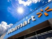 Dem Handelsstreit zum Trotz wird der US-Handelsriese Walmart für das Gesamtjahr sogar zuversichtlicher und hebt seine Gewinnprognose an. (Bild: KEYSTONE/AP/GENE J. PUSKAR)