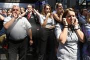 Vertrauensverlust: Pfeifkonzert von SBB-Angestellten im Zürcher Hauptbahnhof - Trauer und Wut nach dem Tod eines Kondukteurs in Baden. (Bild: KEYSTONE/Walter Bieri, 9. August 2019)