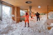 Schnee im Speisesaal des Hotels Sätnis (Bild: Urs Bucher