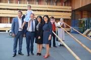 Ständerat Andrea Caroni und seine Tochter, Bundesrat Ignazio Cassis, FDP-Parteipräsidentin Monika Bodenmann sowie Nationalratskandidatin Jennifer Abderhalden posieren für ein Foto.
