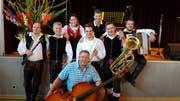 Bruno Senn (unten Mitte) mit dem Oberkrainer Quintett Gorenjski. (Bild: PD)