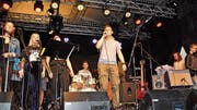 Die Talentschulband mit ehemaligen und aktiven Schülern der Talentschule für Musik und Gestaltung in Altstätten unterhielt mit einem abwechslungsreichen Musikprogramm. (Bild: acp)