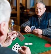 Die Stadt Gossau will besser auf die Bedürfnisse der älteren Bevölkerung eingehen. (Bild: Keystone)