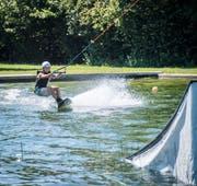 Der beliebte Wassersport mit Brett und Lift sorgt für Diskussionen. (Bild: Reto Martin, Kefikon, 13.07.2018)
