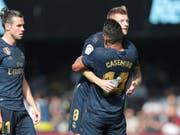 Toni Kroos wird nach seinem herrlichen Treffer von Casemiro umarmt (Bild: KEYSTONE/AP/LUIS VIEIRA)