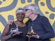 Der portugiesische Regisseur Pedro Costa hat am Filmfestival in Locarno den Goldenen Leoparden gewonnen. Seine Protagonistin Vitalina Varela wurde für die beste weibliche Rolle ausgezeichnet. (Bild: Keystone/Urs Flüeler)