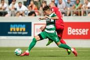 Kriens-Mittelfeldspieler Omer Dzonlagic (links) erzielt das entscheidende 3:0 in Taverne. Bild: Philipp Schmidli (Kriens, 21. Juli 2019)