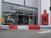 Der Bahnhof Iserlohn in Nordrhein-Westfalen im Westen Deutschlands wurde nach der Bluttat abgesperrt. (Bild: KEYSTONE/EPA VISUAL INFORM/MARKUS KLUEMPER)