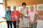 Judith Kessler, Gams, Irene Seifert, Wartau, Hanni Rauber, Buchs und Annamarie Maier-Joos (von links) haben das Büchlein erarbeitet und an der Buchvernissage präsentiert. (Bilder: Adi Lippuner)
