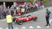 Vor den über 10'000 Zuschauern starteten auch zahlreiche Rheintaler Autoliebhaber, wie hier Josef Wüst aus Diepoldsau mit dem Brabham BT16, Baujahr 1965. (Bild: Ulrike Huber)