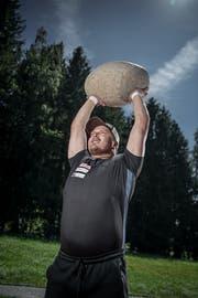 Martin Jakober mit seinem Sportgerät. (Bild: Pius Amrein, Stalden, 9. August 2019)