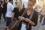 Wer sich in einem vordefinierten Raum befindet, erhält von Aymo Mobile Targeting Werbung auf sein Handy gespielt, sobald er eine von über 20 Schweizer Nachrichtenapps öffnet. (Bild: Keystone)