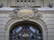 Hat die SNB wieder am Devisenmarkt interveniert? Bild der Fassade am Bundesplatz (Archivbild). (Bild: KEYSTONE/ANTHONY ANEX)