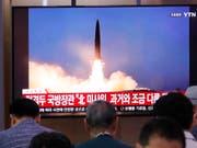 Fernsehbericht in Südkorea über einen Raketenabschuss im nördlichen Nachbarland. (Bild: KEYSTONE/AP/AHN YOUNG-JOON)
