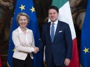 Die designierte EU-Kommissionspräsidentin Ursula von der Leyen (l.) beim Treffen mit Italiens Ministerpräsidenten Giuseppe Conte in Rom. (Bild: KEYSTONE/EPA ANSA/MAURIZIO BRAMBATTI)