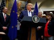 Abkommen im Rindfleisch-Streit verkündet: US-Präsident Donald Trump bei der Bekanntgabe in Washington. (Bild: KEYSTONE/AP/EVAN VUCCI)
