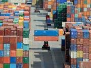 Die weltweite Konjunktur kommt immer mehr ins Stottern. Das macht auch die Schweizer Manager immer pessimistischer in Bezug auf die hiesige Industrie. (Bild: KEYSTONE/AP/FABIAN BIMMER)