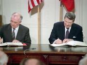 1987 wurde der Vertrag signiert. (Bild: KEYSTONE/)