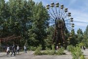 Spuren der Vergangenheit: Das rostige Riesenrad in der Geisterstadt Prypjat unweit des Unglückreaktors von Tschernobyl ist ein beliebtes Fotosujet für Touristen. (Bild: Brendan Hoffman/Getty, 2. Juli 2019)