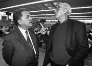 Bundesrat Otto Stich (links) und SP-Präsident Helmut Hubacher 1988. (Bild: Keystone)