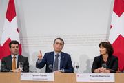 EU-Chefunterhändler Roberto Balzaretti (links), Aussenminister Ignazio Cassis und Staatssekretärin Pascale Baeriswyl an der Medienkonferenz vom 31. Januar 2018. (Bild Keystone)