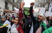 Algerische Studenten protestieren gegen die Obrigkeit. (Bild: Mohamed Messara/EPA, Algier, 19. März 2019)