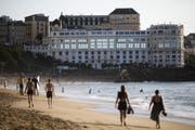 Ein Surferparadies: Blick auf den Strand in Biarritz. (Markus Schreiber/AP, 21. August 2019)