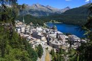 In Graubünden denken weitere Gemeinden über die Einführung nach, darunter St. Moritz (Bild) und Davos. (Bild: Mike Fuchslocher/Alamy)