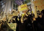 Am 23. August protestierten Demonstranten in Rio de Janeiro gegen die Untätigkeit der Regierung. (Bild: Keystone)
