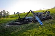 Ein Helikopter stürzte bei Herisau ab und brannte aus. (Bild: Raphael Rohner)