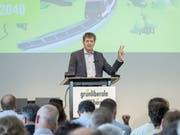 GLP-Parteipräsident Jürg Grossen schwört die Delegierten am Samstag in Rüschlikon ZH auf die neue Klimastrategie der Partei ein. (Bild: KEYSTONE/MELANIE DUCHENE)