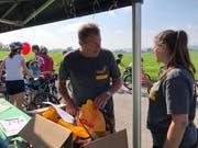 Jede Helferin und jeder Helfer erhält ein Verpflegungspaket vom Streckenchef.