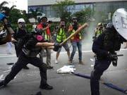 Am Samstag kam es in Hongkong bei Anti-Regierungsprotesten erneut zu Zusammenstössen zwischen Demonstranten und der Polizei. (Bild: KEYSTONE/AP/VINCENT YU)