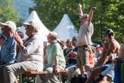 Grosse Begeisterung bei den Public Viewings rund um die Arena des Schwingfests. (Bild Boris Bürgisser, Zug, 25. August 2019)