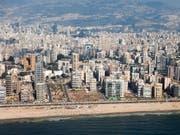 Im Süden der libanesischen Hauptstadt Beirut kam es in der Nacht auf Sonntag zu einer heftigen Explosion. (Bild: KEYSTONE/PETER KLAUNZER)