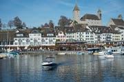 In Rapperswil gibt es mit dem Schloss und der Seepromenade zwei Sehenswürdigkeiten in Gehdistanz. (Bild: Tagblatt)