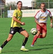 Der frühere Stürmer Florian Haltiner (rechts) spielt jetzt beim FC Montlingen in der Verteidigung. Beim Heimsieg gegen Arbon überzeugte er wie seine Abwehrkollegen. (Bild: Dominik Sieber)