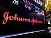 Ein US-Gericht hat den Pharmakonzern Johnson&Johnson wegen der unrechtmässigen Vermarktung von suchtgefährdenden Opiat-Schmerzmitteln zu einer hohen Geldstrafe verurteilt. (Foto: Justin Lane/Keystone Archiv) (Bild: KEYSTONE/EPA/JUSTIN LANE)