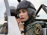 Sineenat Wongvajirapakdi, Geliebte des thailändischen Königs, ist weiter aufgewertet worden. Das Königshaus in Bangkok veröffentlichte zahlreiche Fotos der 34-Jährigen. (Bild: KEYSTONE/EPA ROYAL HOUSEHOLD BUREAU/ROYAL HOUSEHOLD BUREAU HANDO)