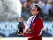 Die Champagner-Dusche für den Europameister Martin Fuchs. (Bild: KEYSTONE/EPA ANP/OLAF KRAAK)