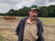 Landwirt Jürgen Frenzel führt in Brandenburg einen Agrarbetrieb mit fast 1000 Tieren. Er sagt: «Die Mutterkuh-Haltung lohnt sich wirtschaftlich wegen des Wolfes nicht mehr.» (Bild: Christoph Reichmuth)
