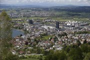 Im Kanton Zug (im Bild die Stadt) ist die Bevölkerungszahl 2018 erneut angestiegen. (Bild: Stefan Kaiser, Zug, 10. Mai 2019)