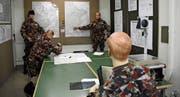 So mögen die militärischen Lagebesprechungen im Kommandobunker einst ausgesehen haben. Bild: Karin Erni