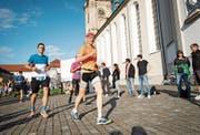 Am Auffahrtslauf führt nur die Halbmarathon-Strecke durch die St.Galler Innenstadt.Bild: Ralph Ribi (St.Gallen, 30. Mai 2019)