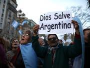 In Argentinien und Brasilien haben die Notenbanken zu Stützmassnahmen ihrer Währungen gegriffen. Grund dafür sind die politischen und wirtschaftlichen Unsicherheiten (Bild: KEYSTONE/AP/NATACHA PISARENKO)