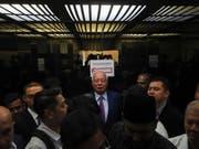 Der frühere malaysische Regierungschef Najib Razak im Lift bei seiner Ankunft im Gericht in Kuala Lumpur. (Bild: Keystone/EPA/FAZRY ISMAIL)