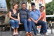 Froh, einen Ersatzdarsteller für die Rolle des «Zachi» gefunden zu haben; von links: Franziska Dahinden, Roman Walker, Tom Schmid und Rita Schmid. (Bild: Georg Epp, Altdorf, 27. August 2019)