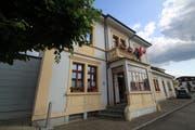 Das ehemalige «Hotel de la poste» heisst heute «Hotel de la petite Gilberte». (Bild: Roland Schäfli)
